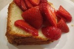 cold oven pound cake with strawberries