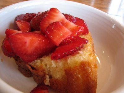 milkcake with strawberries