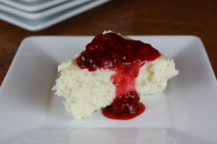 white chocolate cheese cake with raspberry sauce