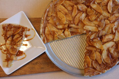 Caramel Apple Pizza from LynnsKitchenAdventures.com