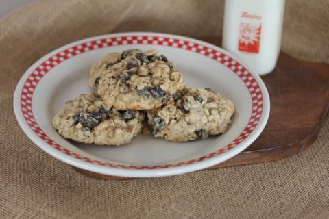 Gluten Free Oatmeal Raisin Cookies from LynnsKitchenAdventures.com