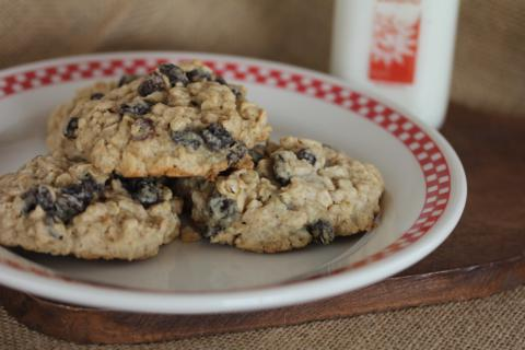 Gluten Free Oatmeal Raisin Cookies from LynnsKitchenAdventures.com