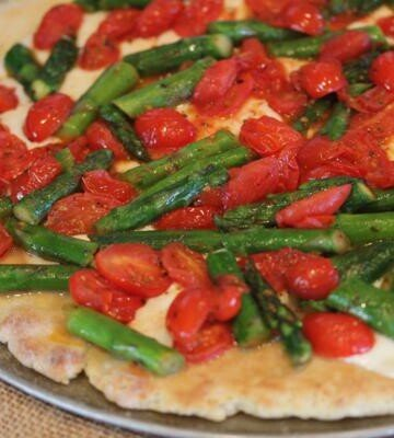 asparagus and tomato pizza