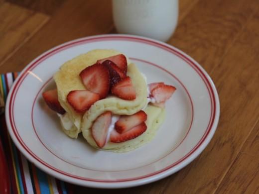 Berry-Cream-Pancakes