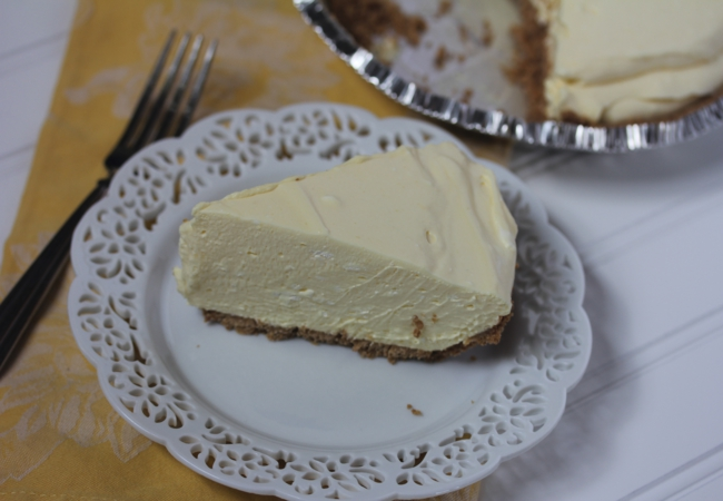 Mom's Creamy Lemon Pie_