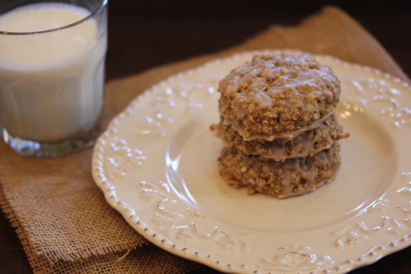 Cinnamon Roll Oatmeal Breakfast Cookie-