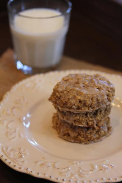 Cinnamon Roll Oatmeal Breakfast Cookies