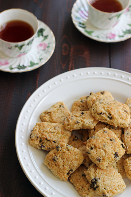 Currant-scone-tea-cups