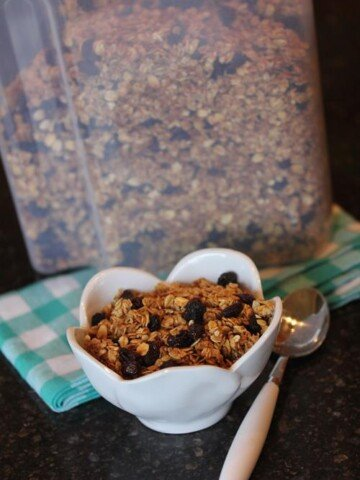 Homemade Cinnamon Raisin Granola